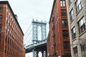 """Постер, картина, фотообои """"Городские сцены с зданиями и Бруклинский мост в Нью-Йорке, США"""""""