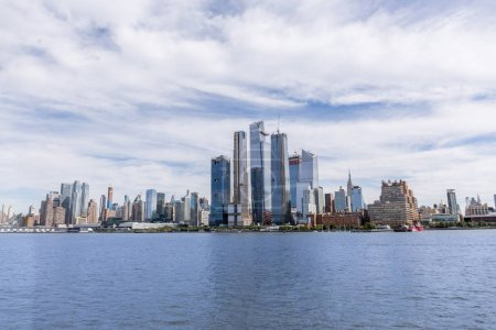 Photo pour Vue panoramique sur les bâtiments de New York et l'océan Atlantique, Etats-Unis - image libre de droit