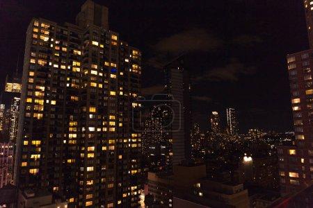 Photo pour Scène urbaine de New York la nuit, Etats-Unis - image libre de droit