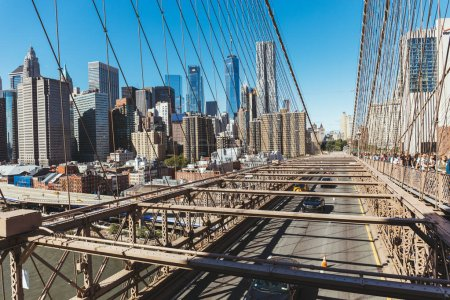 Photo pour Manhattan, New York, Etats-Unis - 8 octobre 2018 : scène urbaine avec le pont de manhattan et brooklyn à new york, é.-u. - image libre de droit
