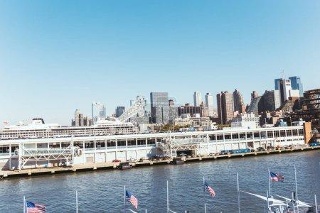 Foto de Nueva York, Estados Unidos - 08 de octubre de 2018: vista panorámica de los edificios contra el cielo azul, nueva york, Estados Unidos - Imagen libre de derechos