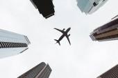 """Постер, картина, фотообои """"снизу мнение небоскребов и чистое небо с самолета в Нью-Йорке, США"""""""