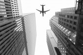 """Постер, картина, фотообои """"вид снизу небоскребов и самолет в небе в Нью-Йорке, США"""""""