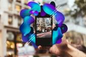 """Постер, картина, фотообои """"обрезать снимок человека с смартфон принимая картину улицы Нью-Йорка с абстрактными иллюстрации"""""""