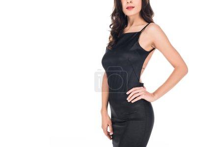 Photo pour Vue recadrée de femme élégante qui pose en robe noire isolé sur blanc - image libre de droit