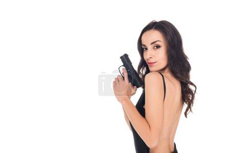 Photo pour Attrayant tueur féminin en robe noire tenant pistolet, isolé sur blanc - image libre de droit