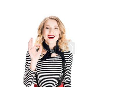 Photo pour Femme blonde heureuse montrer signe OK isolé sur blanc - image libre de droit
