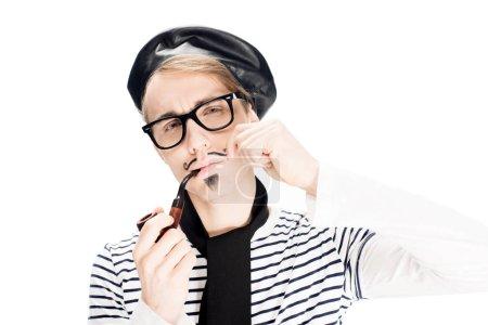 Photo pour Homme français confiant dans des verres fumant pipe isolé sur blanc - image libre de droit