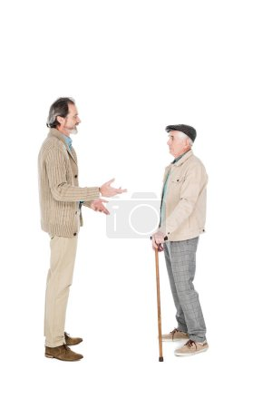 Foto de Hombre jubilado hablando con amigo con poca caña aislado en blanco - Imagen libre de derechos