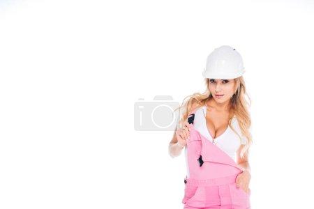 Photo pour Femme pratique en uniforme rose et casque isolé sur blanc - image libre de droit