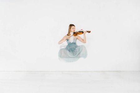 Photo pour Flottant de fille en robe bleue, jouait du violon sur fond blanc - image libre de droit