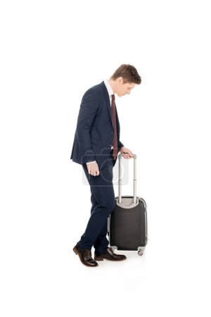 Photo pour Élégant jeune entrepreneur avec valise pour voyage d'affaires, isolé sur blanc - image libre de droit