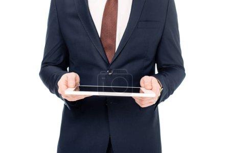 abgeschnittene Ansicht von Geschäftsmann mit digitalem Tablet isoliert auf weiß