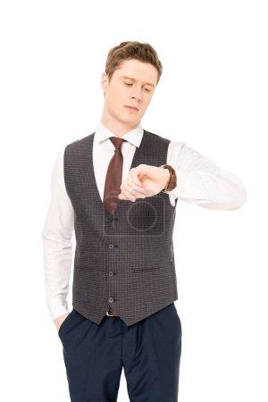 Photo pour Bel homme d'affaires élégant regardant montre isolé sur blanc - image libre de droit