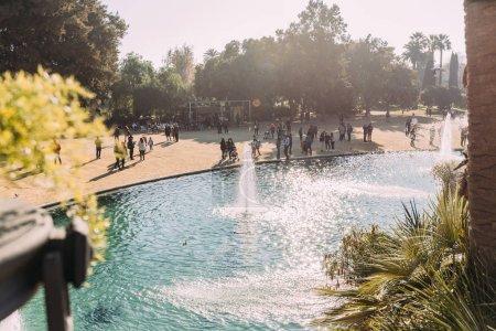 Photo pour Barcelone, Espagne - 28 décembre 2018: beau lac avec des fontaines dans le Parc de la Ciutadella - image libre de droit