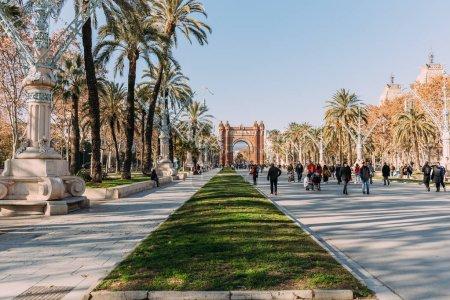 Photo pour Barcelone, Espagne - 28 décembre 2018: large promenade menant à l'Arc de triomphe dans le Parc de la Ciutadella - image libre de droit