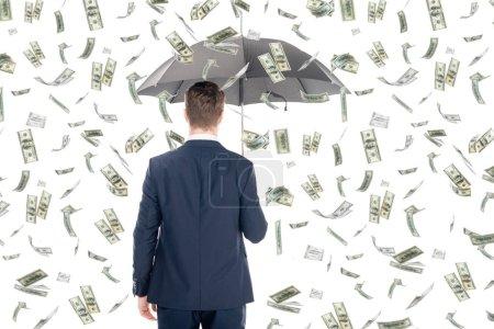 Photo pour Vue arrière de l'homme d'affaires en costume tenant parapluie sous la pluie d'argent sur fond blanc - image libre de droit