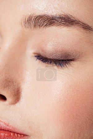 Photo pour Vue rapprochée de la femme avec maquillage tendance - image libre de droit