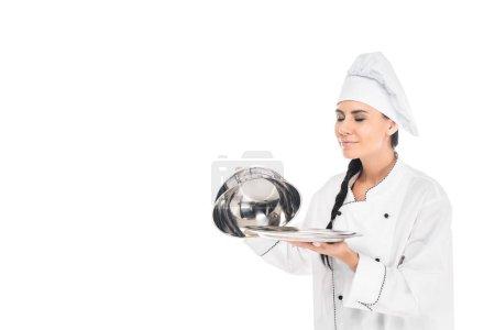 Koch mit Hut, Tablett mit Cloche, isoliert auf weiß