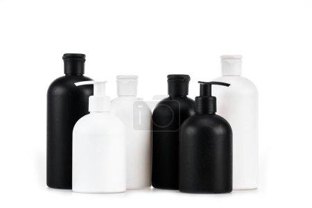 Photo pour Flacons cosmétiques noirs et blancs isolés sur blanc - image libre de droit