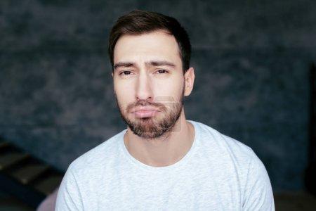 Photo pour Vue de face du bel homme triste avec barbe - image libre de droit