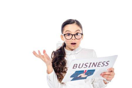 Photo pour Surpris écolière en tenue formelle tenant journal d'affaires isolé sur blanc - image libre de droit