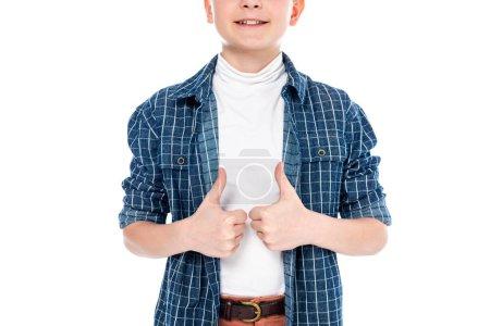 Photo pour Vue recadrée du garçon souriant en vêtements décontractés montrant pouces isolés sur blanc - image libre de droit