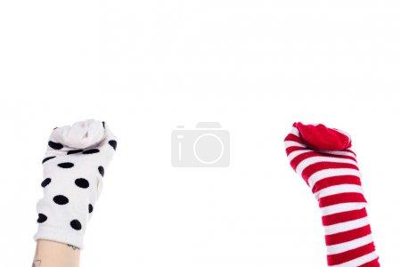 Photo pour Vue partielle de la personne avec des marionnettes chaussettes colorées sur les mains Isolé sur blanc avec espace de copie - image libre de droit