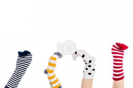 Photo pour Vue recadrée des personnes avec des marionnettes chaussettes colorées sur les mains Isolé sur blanc avec espace de copie - image libre de droit