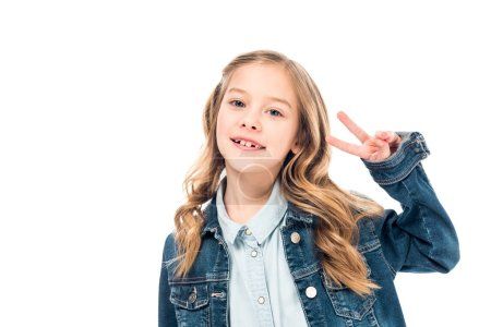 Photo pour Smiling kid in denim jacket showing peace sign isolated on white - image libre de droit