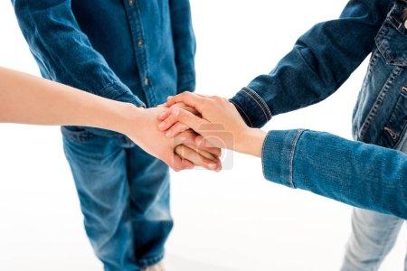 Foto de Vista parcial de los niños que se sostienen de la mano aislados en blanco - Imagen libre de derechos