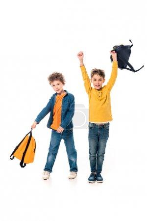 Photo pour Vue pleine longueur des écoliers avec des sacs à dos isolés sur blanc - image libre de droit