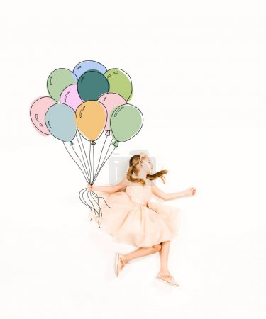 Photo pour Top view of cute kid in pink dress holding colorful balloons on white - image libre de droit
