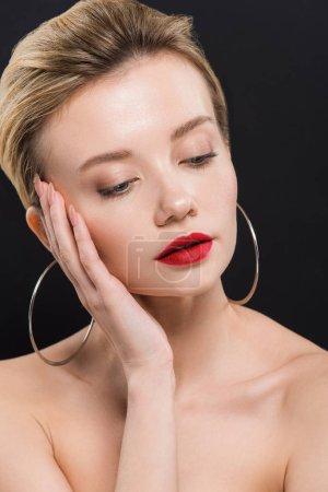 Foto de Beautiful naked young woman in earrings isolated on black - Imagen libre de derechos