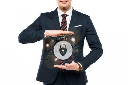 Photo pour Vue recadrée de l'homme d'affaires dans l'usure formelle gesticulant près du cadenas virtuel avec le lettrage de gdpr isolé sur le blanc - image libre de droit