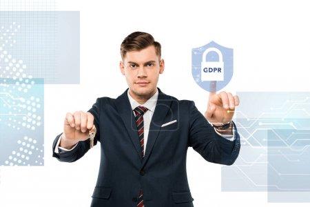 Photo pour Bel homme dans le costume tenant des clefs et pointant avec le doigt au cadenas virtuel avec le lettrage de gdpr sur le blanc - image libre de droit