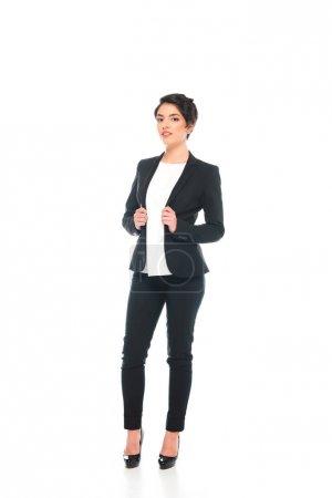 Photo pour Femme d'affaires mélangée de course de sourire dans l'usure formelle regardant l'appareil-photo isolé sur le blanc - image libre de droit