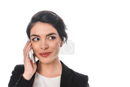 Photo pour Cheerful mixed race businesswoman talking on smartphone and looking away isolated on white - image libre de droit