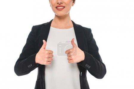 Photo pour Coup recadré de sourire femme d'affaires de course mélangée affichant des pouces vers le haut d'isolement sur le blanc - image libre de droit