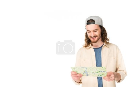Photo pour Jeune homme regardant la carte et souriant isolé sur blanc - image libre de droit