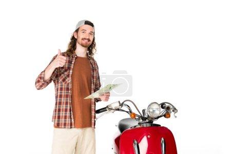 Photo pour Jeune homme tenant une carte, se tenant près d'un trottinette rouge et montrant le pouce levé isolé sur un - image libre de droit