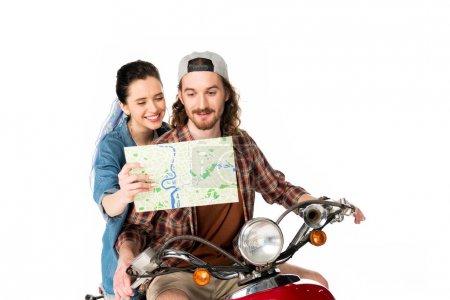 Photo pour Belle fille affichant la carte au jeune homme et s'asseyant sur le scooter rouge d'isolement sur le blanc - image libre de droit