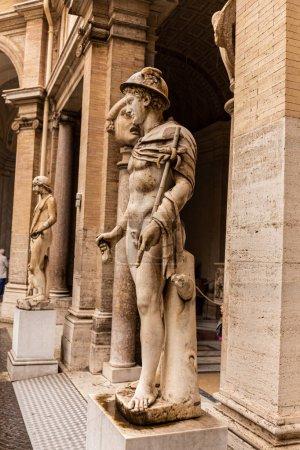 Photo pour Rome, Italie - 28 juin 2019: statues romaines antiques dans le musée - image libre de droit