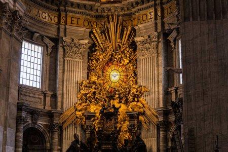 Photo pour Rome, Italie - 28 juin 2019: intérieur de la basilique pontificale Saint-Pierre au Vatican - image libre de droit
