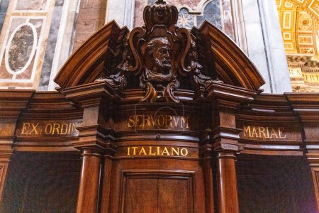 Photo pour ROME, ITALY - JUNE 28, 2019: confession booth in basilica of St. Peter in Vatican - image libre de droit