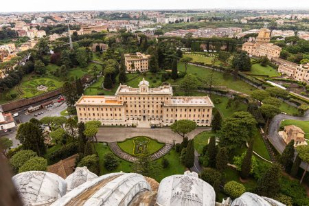 Photo pour ROME, ITALY - JUNE 28, 2019: aerial view of old buildings and green park with trees - image libre de droit