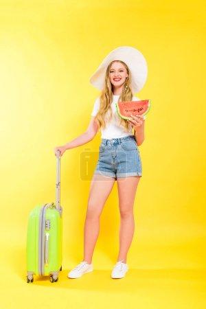 Photo pour Belle fille avec valise et pastèque Sur jaune - image libre de droit