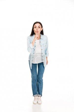 Photo pour Vue pleine longueur de femme de brunette affichant le signe de silence d'isolement sur le blanc - image libre de droit