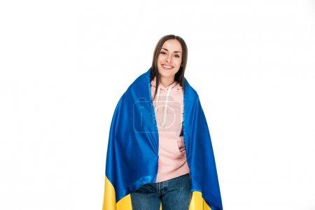 Photo pour Jeune fille heureuse retenant le drapeau de satin de l'Ukraine d'isolement sur le blanc - image libre de droit