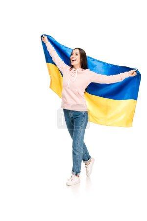 Photo pour Vue pleine longueur de jeune fille heureuse retenant le drapeau de satin de l'Ukraine d'isolement sur le blanc - image libre de droit
